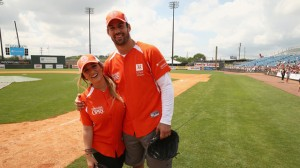 New York Jet Eric Decker played in the City of Hope Celebrity Softball game to raise money and awareness for cancer research.